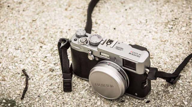 Лучший компактный фотоаппарат класса хай-энд Fujifilm X100S 2014