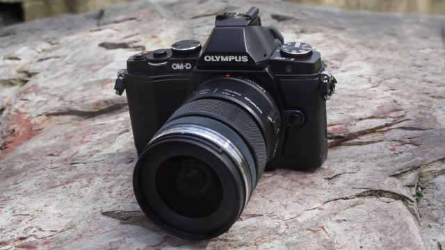 Самый лучший беззеркальный фотоаппарат стандарта M 4/3 Olympus OM-D E-M5