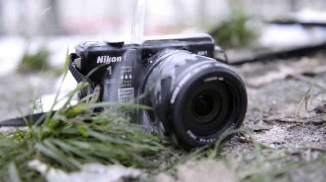 специальный приз среди лучших камер которые устойчивы к проникновению воды Nikon 1 AW1