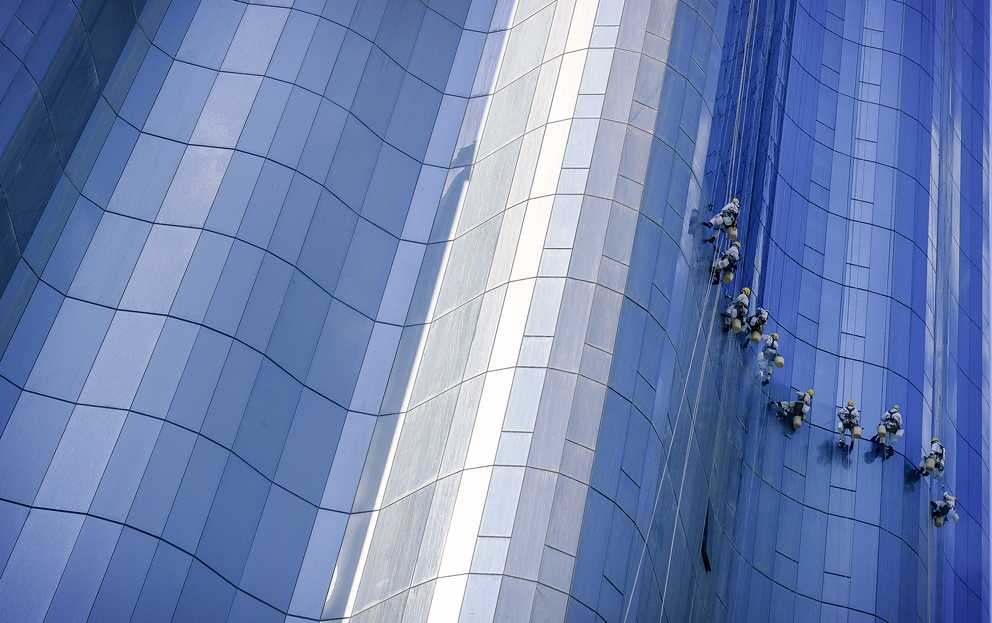 (c) Manny Fajutag, Philippines, Entry, Open Competition, 2015 Sony World Photography Awards 'Window cleaners ' by Manny Fajutag