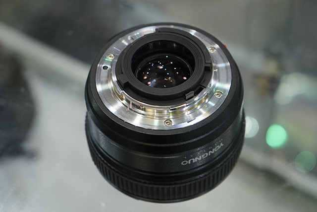 Yongnuo-AF-S-50mm-f1.8-lens-for-Nikon-F-mount-6