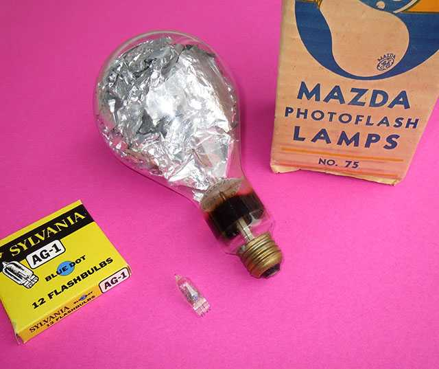Flashbulbs_comparing_AG-1_to_No_75