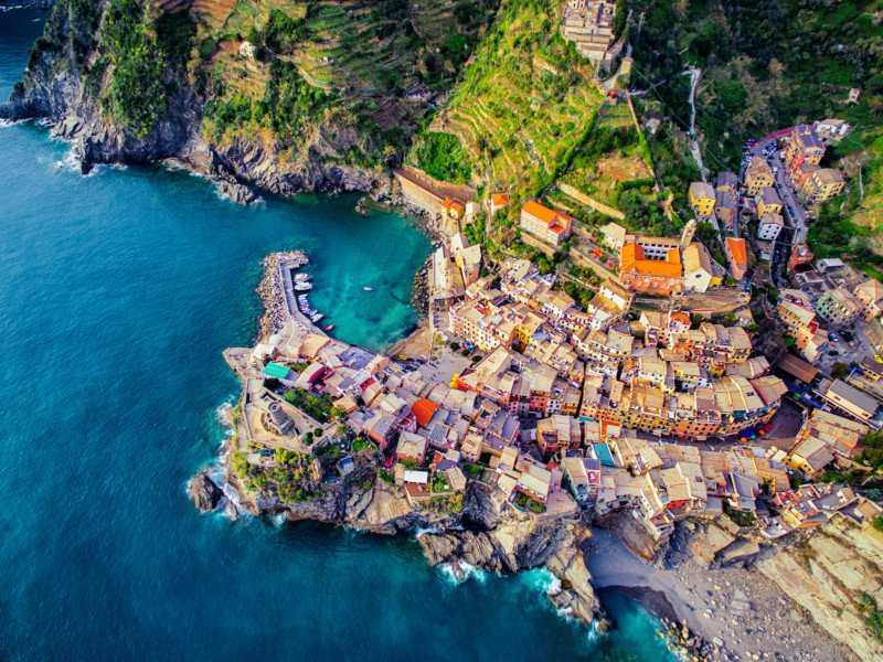 vernazza-cinque-terre-italy-by-jcourtial-800x600