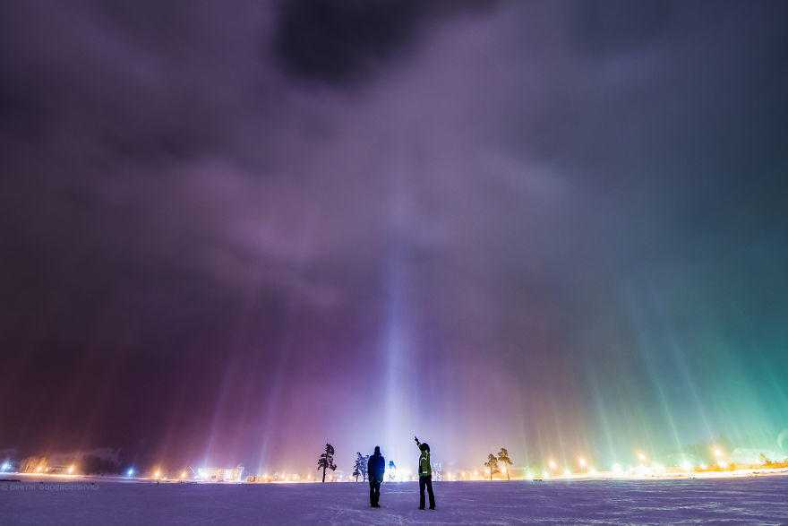 I-shot-extremely-rare-atmospheric-phenomenon-called-Light-Pillars-58a883b4e9b23__880
