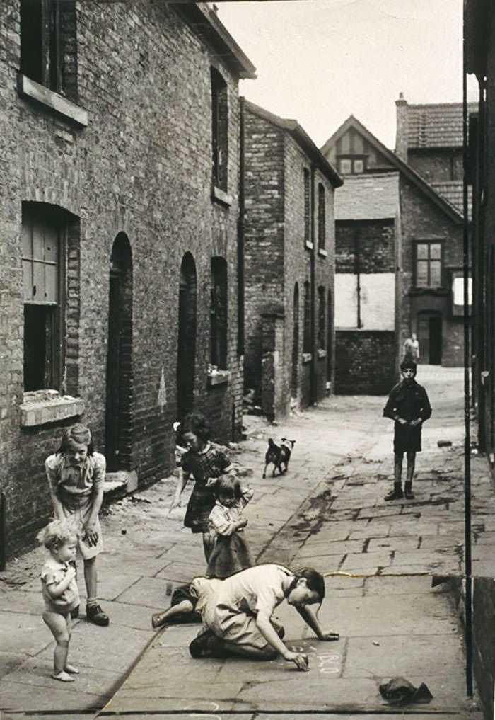 historical-children-playing-photography-114-58ac1145c4626__700