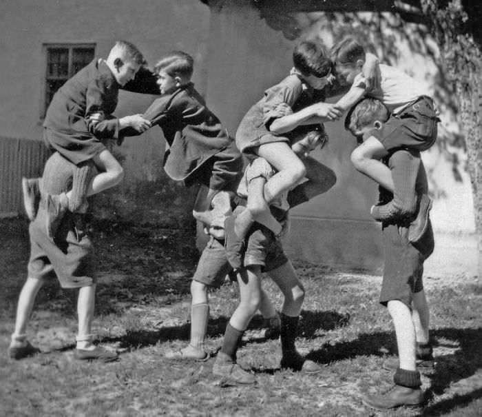 historical-children-playing-photography-30-589dbf05aa4fb__700