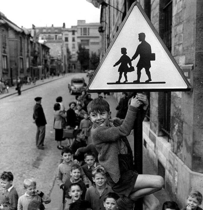historical-children-playing-photography-37-589dbf1a8abcd__700