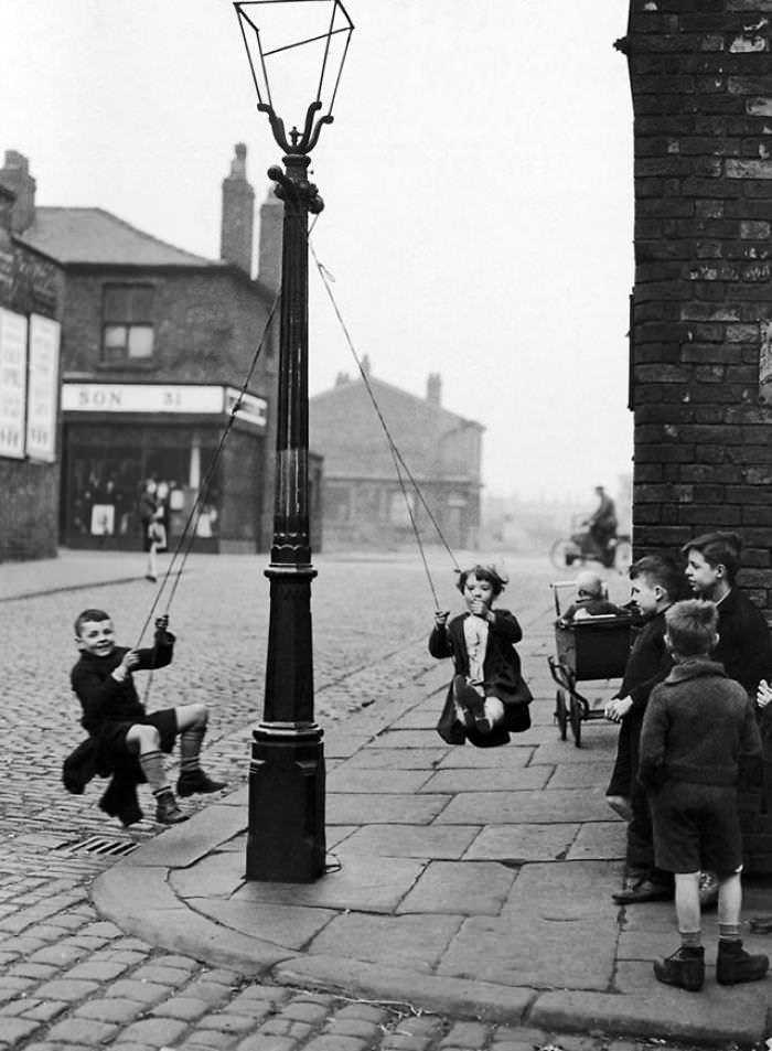 historical-children-playing-photography-58a456e800974__700
