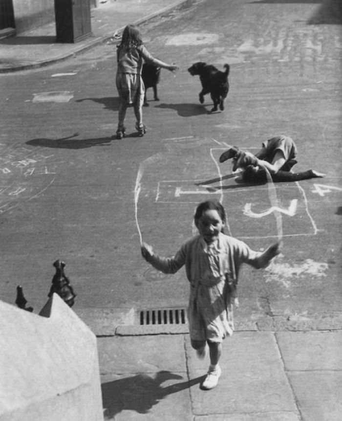 historical-children-playing-photography-58a45a15ca8c0__700
