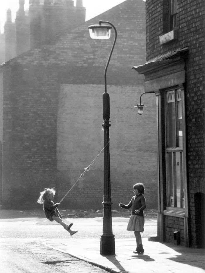 historical-children-playing-photography-98-58a58382e07ee__700