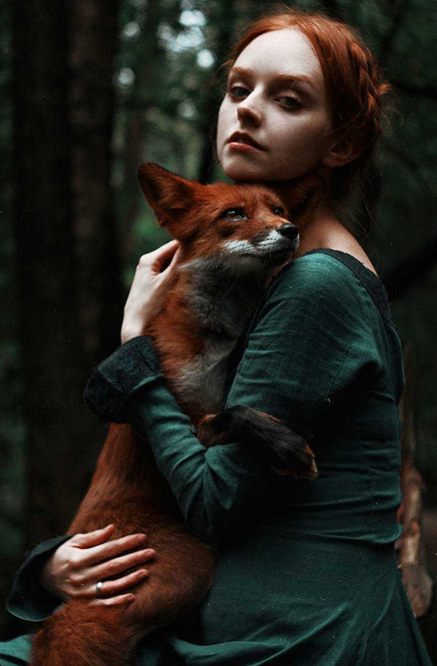 Girl_and_Fox_Alexandra_Bochkareva-2-58e3613f21e05__880