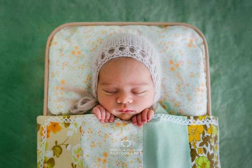 Photographer-takes-pictures-of-babies-as-never-seen-before-5922b2bf70310__880