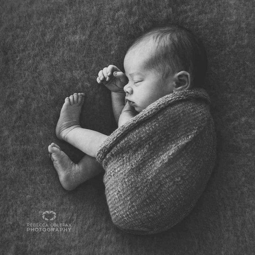 Photographer-takes-pictures-of-babies-as-never-seen-before-5922b2cd93e17__880