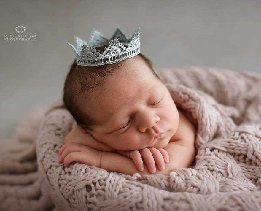 Photographer-takes-pictures-of-babies-as-never-seen-before-5922b2cf84d42__880