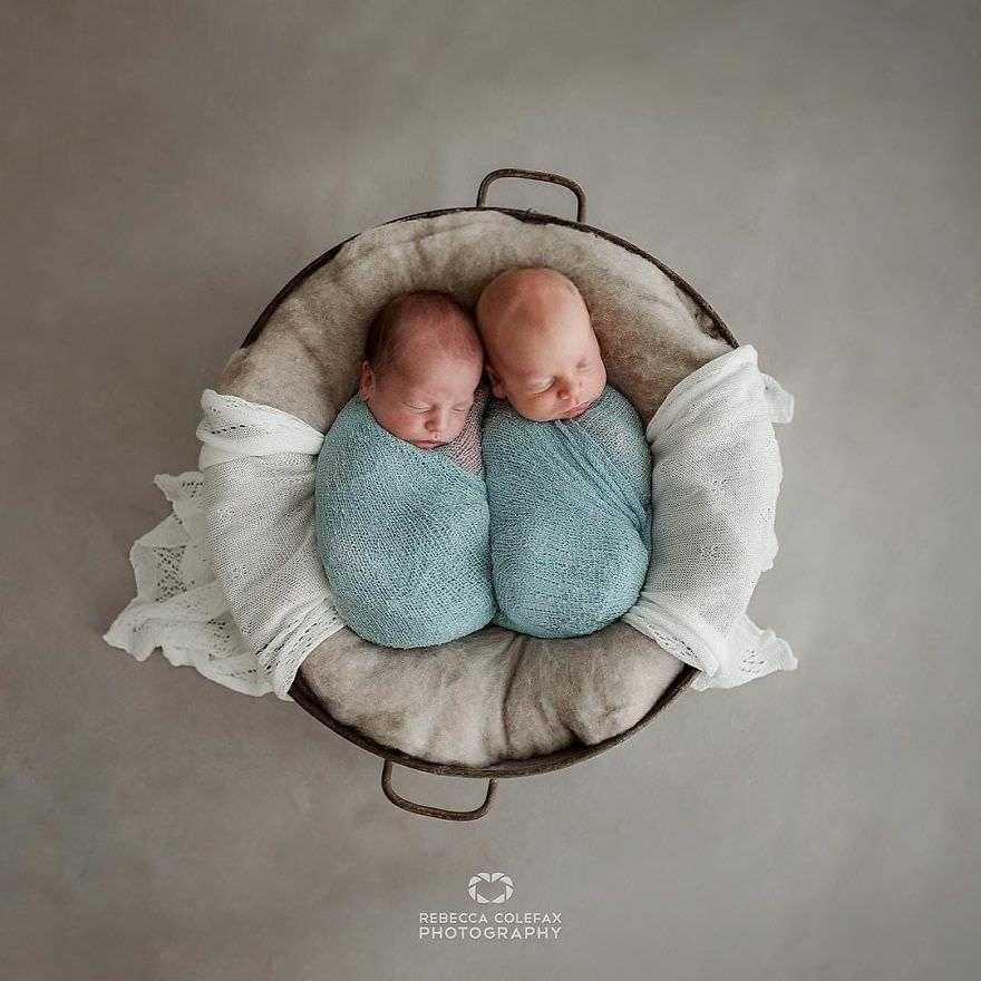 Photographer-takes-pictures-of-babies-as-never-seen-before-5922b2dd9dea1__880