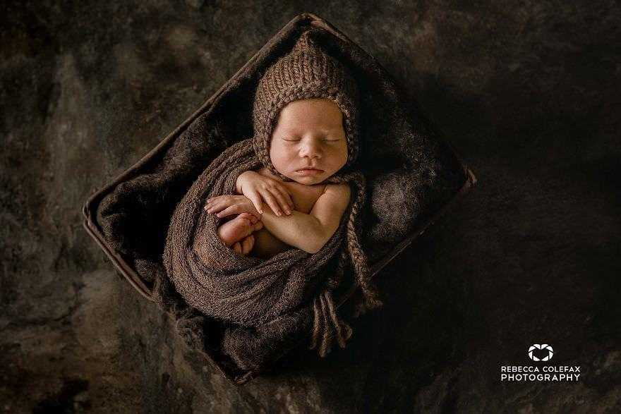 Photographer-takes-pictures-of-babies-as-never-seen-before-5922b310bfd0d__880
