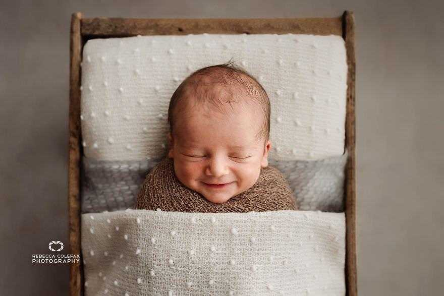 Photographer-takes-pictures-of-babies-as-never-seen-before-5922b316b31e8__880