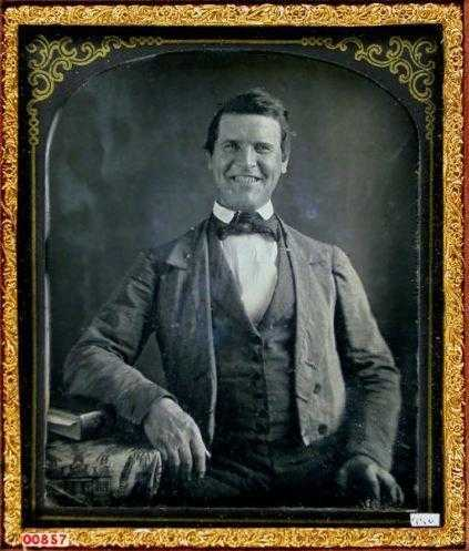 Daguerreotype-portrait-of-a-smiling-man