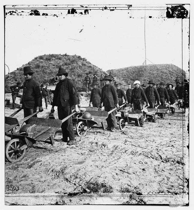 Union-soldiers-moving-artillery-shells-with-wheelbarrows-in-Fort-McAllister-Georgia-by-Samuel-A.-Cooley-1864-945x1024