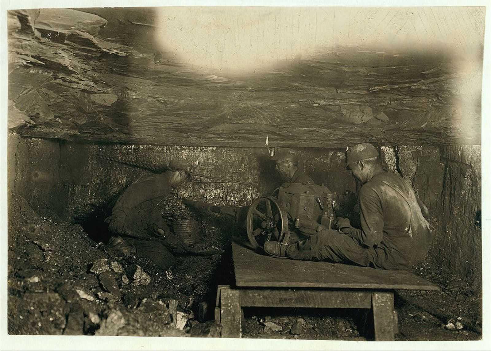 пожалуй, фото черно белое принадлежности шахтеров ним