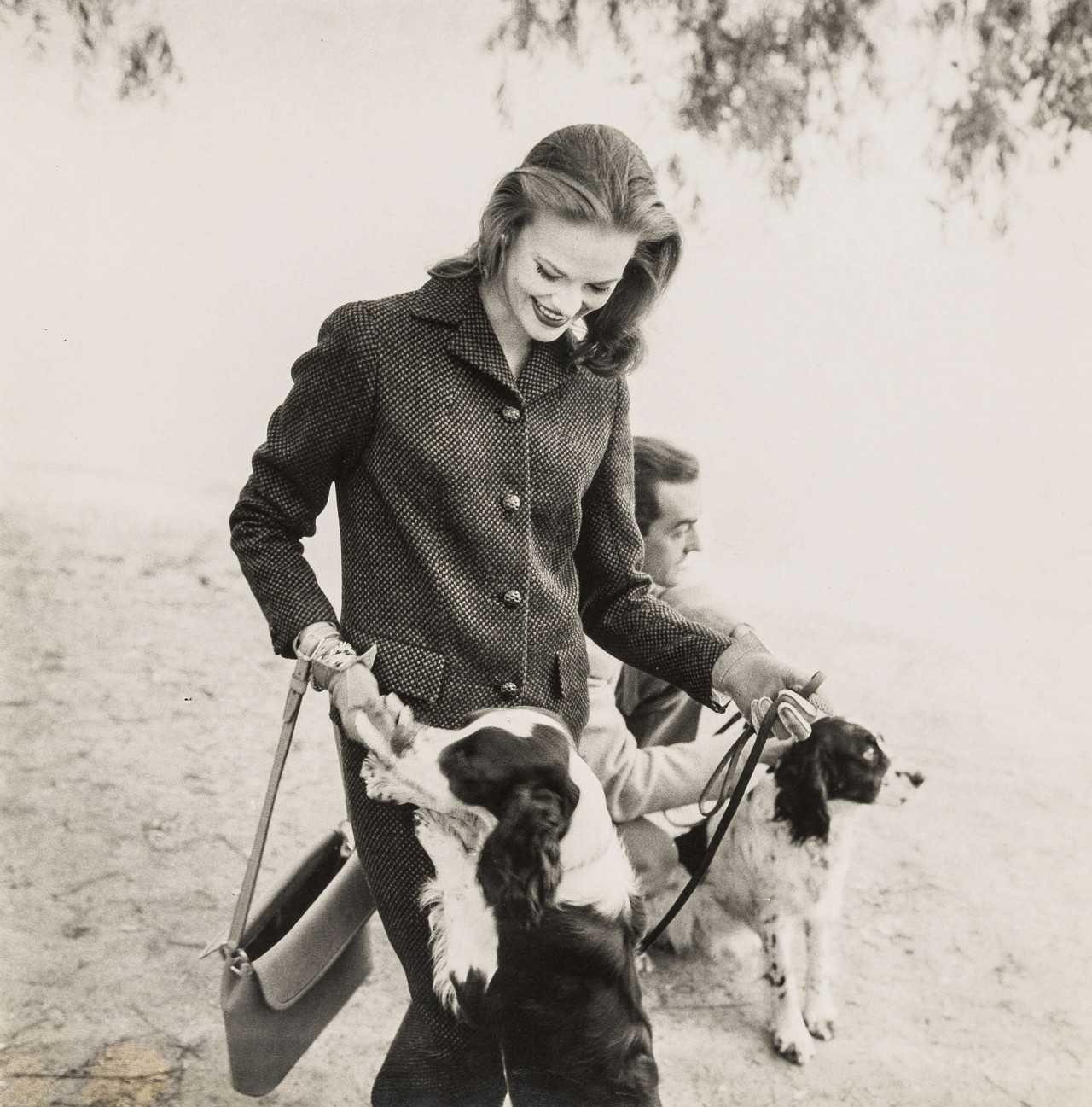 Сьюзен Абрахам со спаниелями. Фотограф Норман Паркинсон